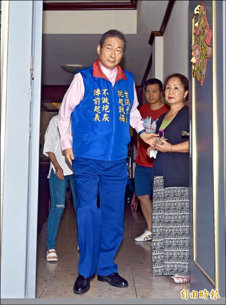 統促黨被控接受中國金援,在台從事組織犯罪,檢調搜索總裁「白狼」張安樂中和住家。(記者羅沛德攝)