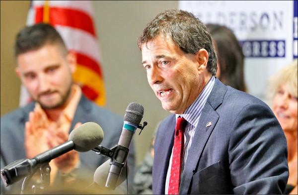 俄州州議員出身的共和黨候選人巴爾德森僅以○.九%的些微差距領先民主黨對手。(美聯社)