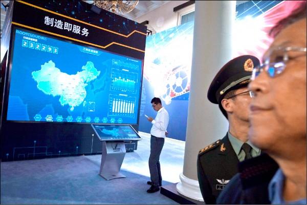 美國公布新一波關稅清單,主要鎖定「中國製造二○二五」受惠產品,將重創中國企圖成為半導體強國野心。(美聯社)
