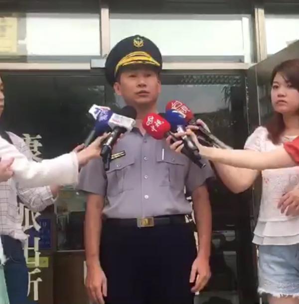 台北市警內湖分局康樂派出所長林上文説明。(記者陳恩惠翻攝)