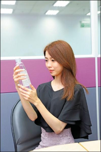 人體自有一套機制平衡酸鹼值,無法靠喝水直接改變人體酸鹼值。(記者陳宇睿/攝影)