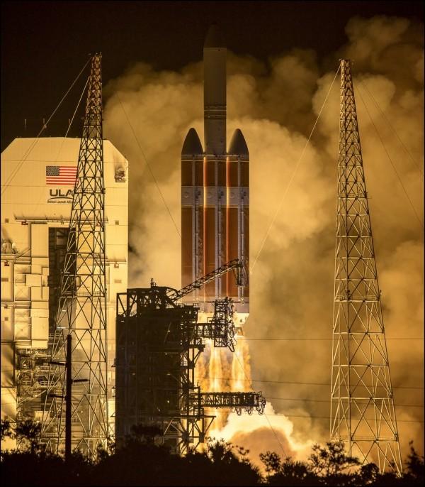 「帕克太陽探測器」在台灣時間今日下午3點31分發射。(圖片取自NASA推特)