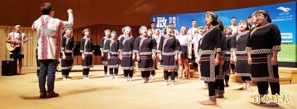 六龜高中合唱團今出席表演,將於12月9日於衛武營音樂廳獨家演出。(記者陳文嬋攝)