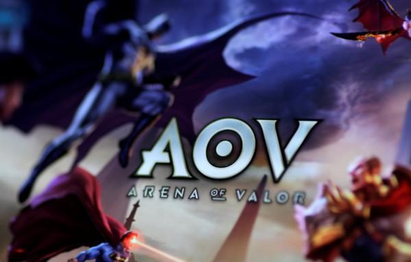 中國騰訊舉行手遊《王者榮耀》(Arena of Valor)比賽時,主播寒夜GodLike稱台灣參賽隊伍AHQ為「外國隊」。(路透)
