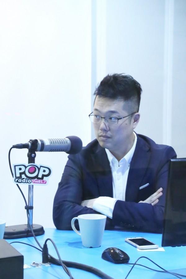 林昆鋒今天上廣播節目《POP搶先報》。(POP搶先報提供)