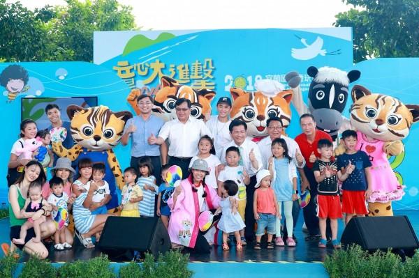 台中市政府到宜蘭國際童玩節宣傳花博,受到民眾歡迎。(台中市政府提供)