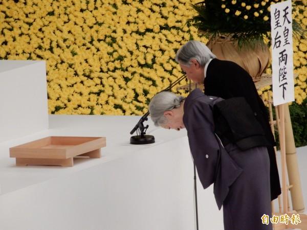 預定明年四月讓位的明仁天皇與皇后,參加平時時代最後一次全國戰歿者追悼儀式。(記者林翠儀攝)