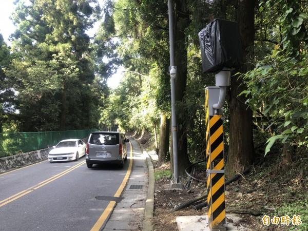 南投縣仁愛鄉台14甲線清境農場路段固定測速桿,警方預計10月左右啟用。(記者佟振國攝)