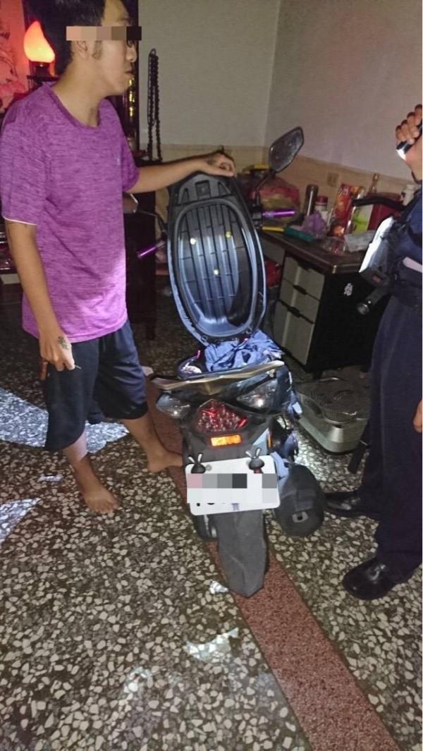 高市警方今晨趕往楊男住處,救出曾女。(記者方志賢翻攝)