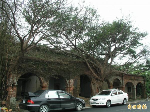 Before!湖口鄉波羅汶「金鑑堂」張氏三合院被拆除前的原貌,被稱為「七星拱門樹包屋」。(記者廖雪茹攝)