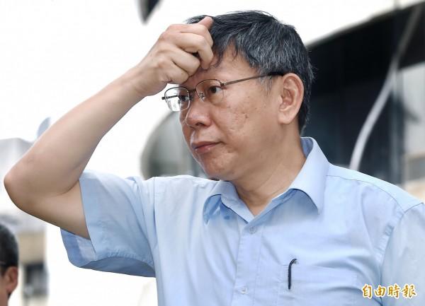 台北市長柯文哲選前喊出8年5萬戶公宅目標,上任後卻不斷下修,遭質疑政策跳票、打折(記者廖振輝攝)