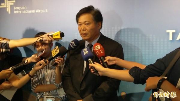 桃園機場公司總經理蕭登科表示,繼機捷A1站後,桃園機場二航廈也將設自助行李託運系統。(記者鄭瑋奇攝)