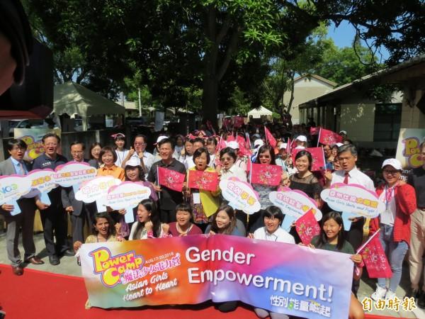 「2018亞洲魔法少女電力營」開幕 ,來自亞洲20名女孩與台灣20名女孩藉著營隊活動彼此交流,推動性別平權,帶回自己的國家,影響更多人。(記者蘇金鳳攝)