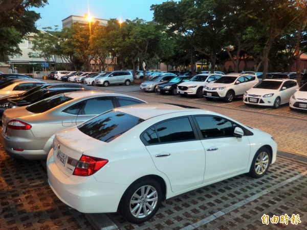 新竹縣竹北市光明商圈也是文化中心,尖峰時段1位難求,縣府提案爭取將停6改建為地下2層停車場,總經費概估3.5億元,希望能夠有效舒緩停車問題。(記者廖雪茹攝)