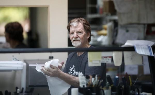 美國科羅拉多州蛋糕店老闆菲力普斯最近因為拒絕幫女跨性別者做蛋糕挨告。(美聯社)