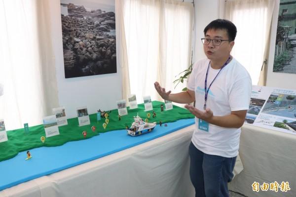 金魚。厝邊負責人彭仁鴻指出,工作站內用樂高模擬五漁村環境,更導入設計力,設計結合5漁村元素的產品,如毛巾、漁便當盒等。(記者林敬倫攝)