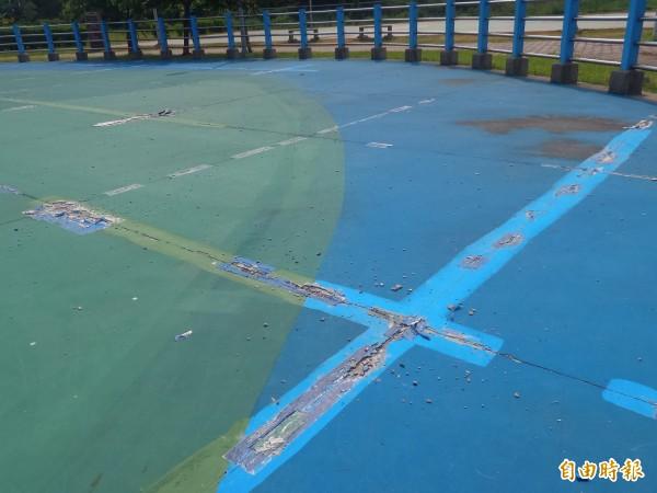 新竹縣政府社會處表示,這處直排輪場地原已拉警示線暫時封閉,但尚未施工,警示線疑遭擅自拆走,該處已再度封閉。(記者廖雪茹攝)