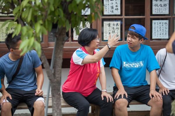 國民黨王惠美擬創造年輕人就業機會,透過拍攝微電影,搶進年輕人愛用的影像社群網站。(競選總部提供)