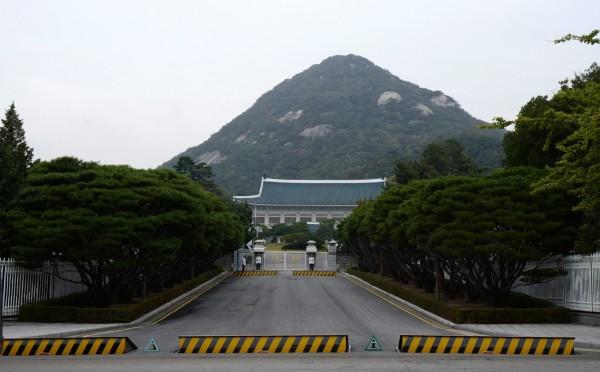 南韓激進女性主義網站Womad的1名使用者,昨(17日)下午1時40分聲稱在青瓦台內放置了炸彈。(歐新社)