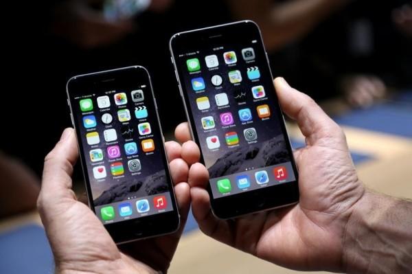英國手機保險公司「Insurance2go」研究顯示,手機螢幕含菌量比馬桶座高出3.5倍,逾3分之1的人從未清潔手機。(法新社)