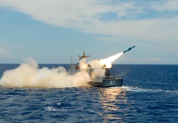 華府智庫全球台灣研究中心研究員安大維指出,台灣已經部署雄風2E飛彈,能打擊射程1500公里內的中國軍事基地。圖為艦載型雄二飛彈試射。(圖擷取自中科院)