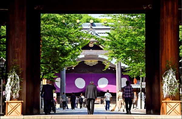 4月22日東京都千代田區靖國神社正門一景。(法新社檔案照)