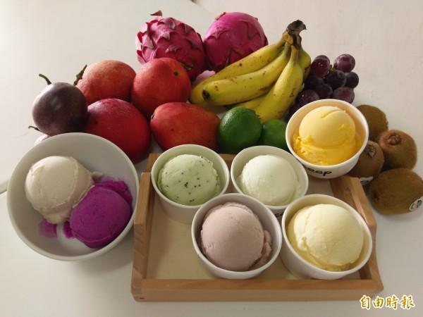 集集鎮義式冰淇淋店「Scoop」口味多樣,主打產地水果入料,讓冰淇淋呈現最真實的水果原味。(記者劉濱銓攝)