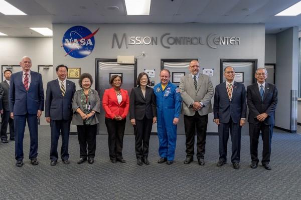 蔡英文總統「同慶之旅」19日過境美國休士頓,也參訪了美國國家航空暨太空總署(NASA)詹森太空中心,成為第一位到訪的台灣總統。(歐新社)