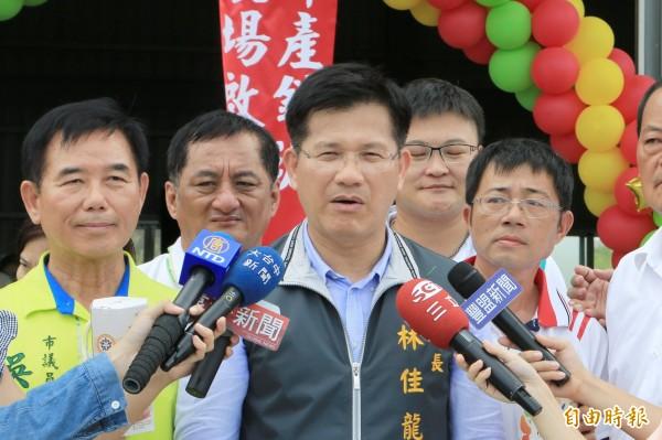 台中市長林佳龍談台薩斷交事件,呼籲國人團結。(記者張軒哲攝)