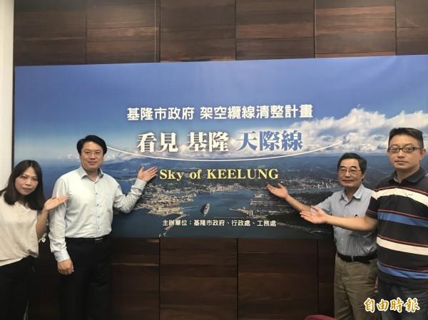 基隆市長林右昌(左2)在市務會議記者會後受訪時談到對我國與薩爾瓦多斷交的看法,他認為中共這樣的作法只會引起台灣人民的反感,是一個不智的行為。(記者林欣漢攝)