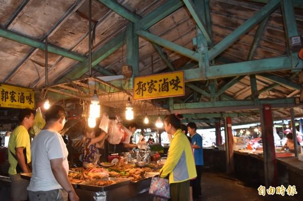 圓型、木桁架建築,是欣欣市場一大特色。(記者蘇福男攝)