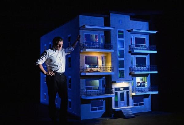 衛武營國家藝術文化中心開幕季推出《887》,由被譽為當代達文西的創作鬼才的羅伯‧勒帕吉首度登台表演。(ELABBE,衛武營國家藝術文化中心提供)
