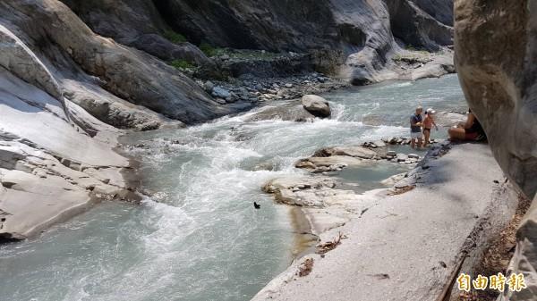 深受遊客歡迎的「文山溫泉遊憩區」正式走入歷史。(記者王峻祺攝)