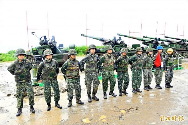 台灣第一個女砲兵班。(記者蔡宗憲攝)