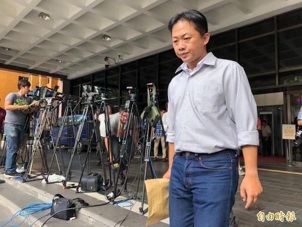 涉酒駕並找助理頂包的國民黨台北市第5選區議員參選人林冠勳,今天訊後被諭令20萬元交保。(記者錢利忠攝)