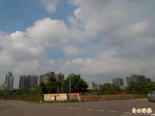針對竹北市「國際AI智慧園區」變更都市計畫案,新竹縣都委會大會審議,在園區內增設約2.7公頃的文中用地,同時也決議排除組裝製造業。(記者廖雪茹攝)