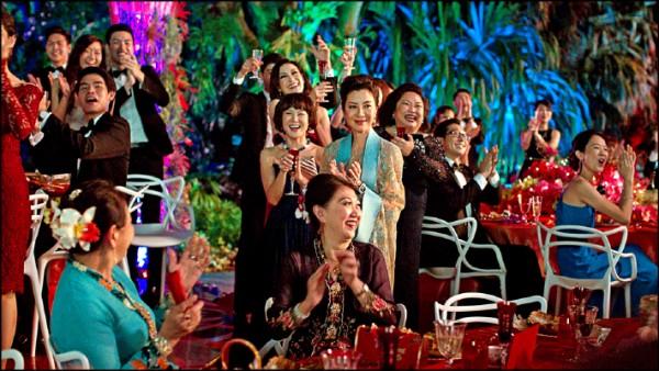《瘋狂亞洲富豪》電影劇照。(圖片提供/華納兄弟)