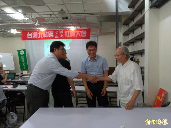 民進黨台北市長參選人姚文智(左一)出席台灣北社社員大會。(記者蔡亞樺攝)