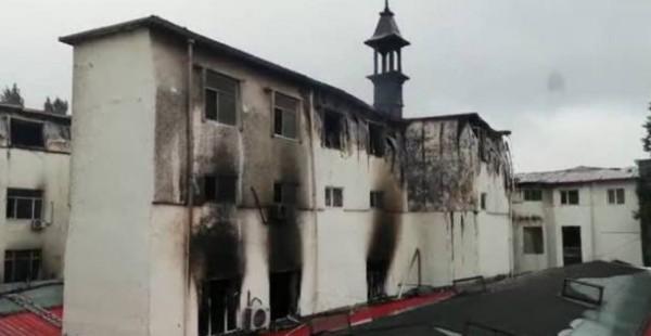中國哈爾濱溫泉酒店大火,已知至少18人死亡。(圖擷自微博)