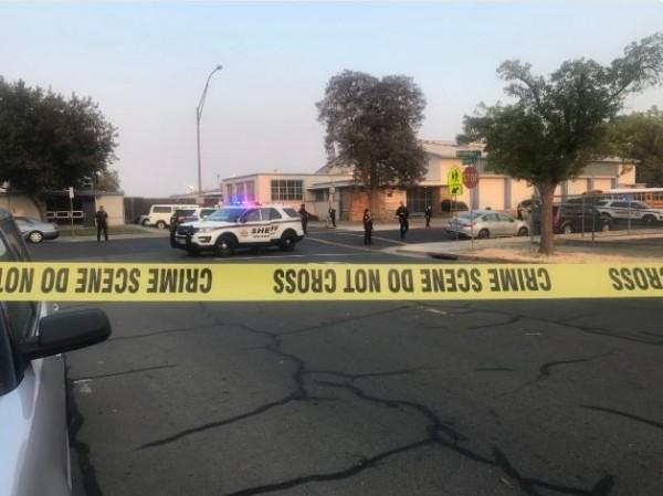 加州北部的艾米荷高中(Armijo High School)在當地時間24日下午5時許傳出槍擊案,1名16歲少年中彈身亡。(圖擷取自推特)