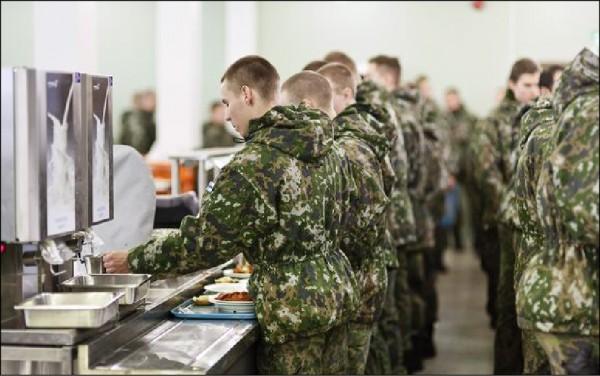 芬蘭軍方預定秋天起每週供應兩餐素食,遭到國防部長尼尼斯特(Jussi Niinisto)質疑。(取自網路)