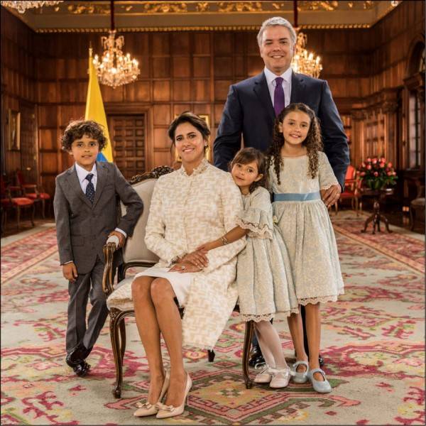 南美洲國家哥倫比亞新任總統伊凡.杜克的全家福。(法新社)