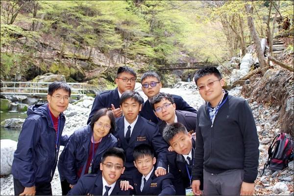 日踏團4月訪問大血川鮭魚垂釣場,借鏡台灣山林保育問題。 (呂興忠提供)