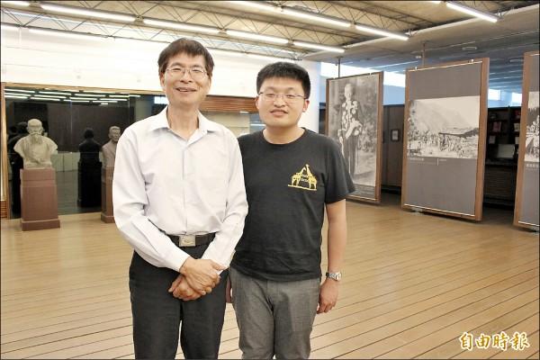 張登凱(右)回台常回母校與恩師呂興忠交流。(記者張聰秋攝)