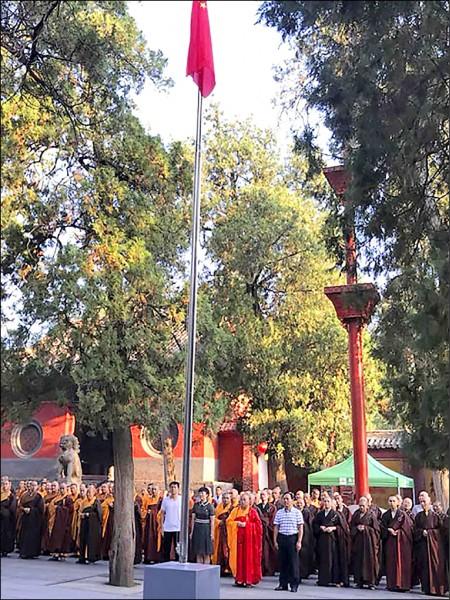 少林寺被要求掛五星旗。(取自網路)