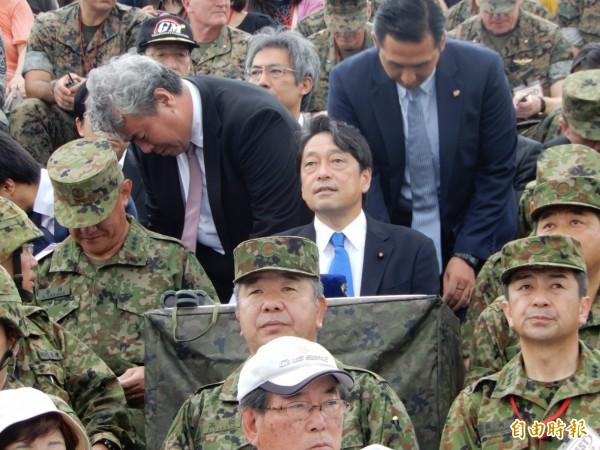 日本防衛相小野寺五典今天向內閣會議報告2018年防衛白皮書內容。圖為小野寺日前參加在東富士練場進行的實彈射擊演習。(記者林翠儀攝)