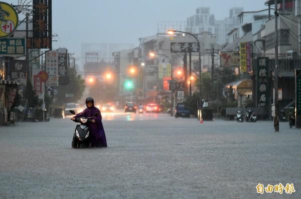 熱帶性低氣壓及西南氣流大雨釀災、重創中南部。(本報資料照)