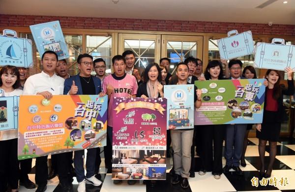 台灣特色飯店聯盟協力「愛台灣」今天宣布,高雄聯盟5家飯店每天提供15個房間讓災民免費入住。(記者張忠義攝)