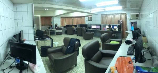 嘉市警方近日查獲位於大華路的賭博網站機房,查出蘇某等涉案人員,依法送辦。(記者王善嬿翻攝)
