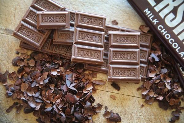 美國紐約西奈山伊坎醫學院發布研究指出,與沒有吃巧克力的人相比,每月吃3塊黑巧克力的人心臟衰竭的風險降低13%。(法新社)
